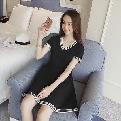 Women  Black Short Sleeve V- Neck Flowy Maternity Dress